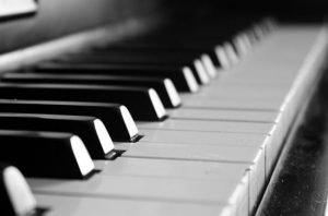 11 Cheap Keyboards - Pianos