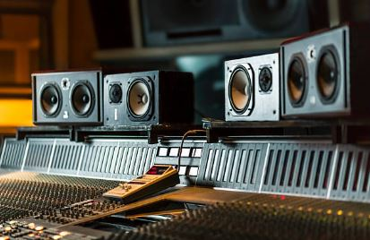 difference between active mmonitor speakers and passive monitor speakers