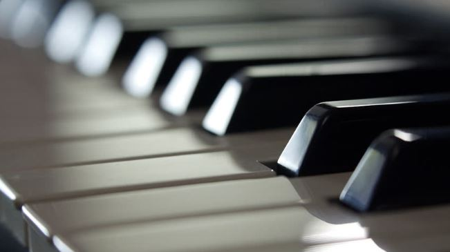 Piano keys - How to buy a new piano