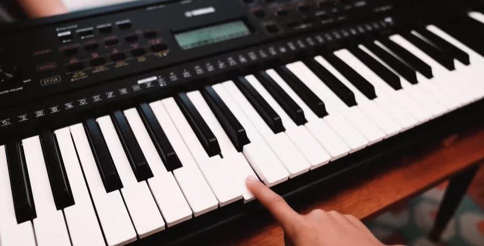 yamaha psr piano E273 Keys