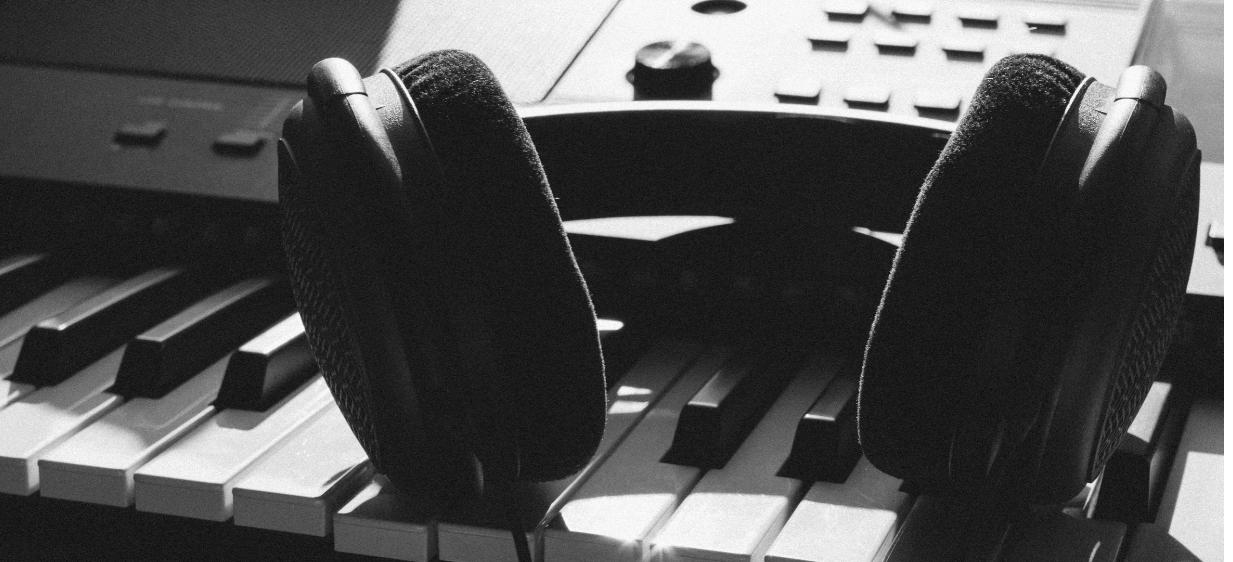 kawai CE220 headphone jacks