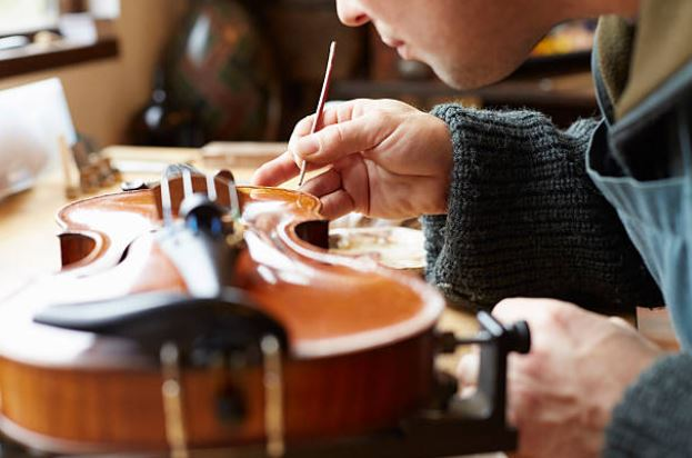 Who are Guitar Luthiers and How to be one.